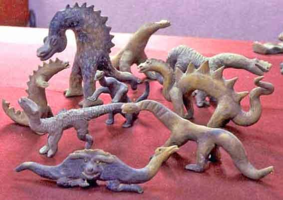Figuras de dinosaurios en Acambaro, Mexico